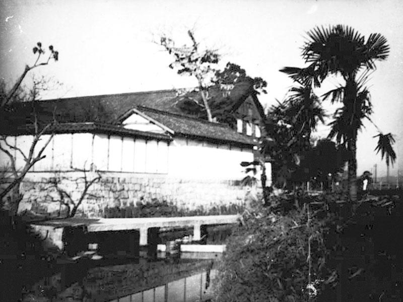 撮影年代不詳/二日市/高尾川側から撮影した大賀酒造。西鉄二日市からきた、搬入口の所。