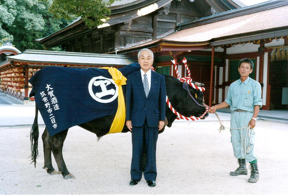 御神牛衣装奉納記念 平成16年9月15日 於 太宰府天満宮